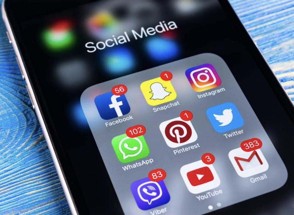 التوعية بسياسات الخصوصية والأمان في وسائل التواصل الإجتماعي وسبل الحماية.